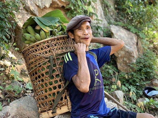 Tarzan đời thực 21 tuổi, chỉ loanh quanh ở rừng, ăn cỏ để sống
