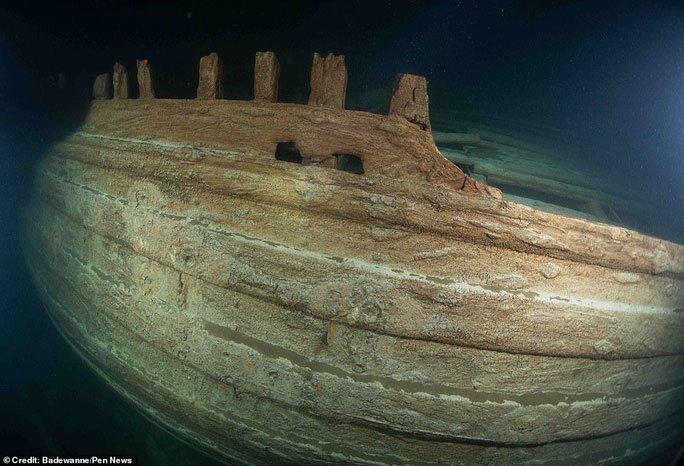 Tàu ma hiện hình nguyên vẹn sau 400 năm bị biển Baltic nuốt chửng