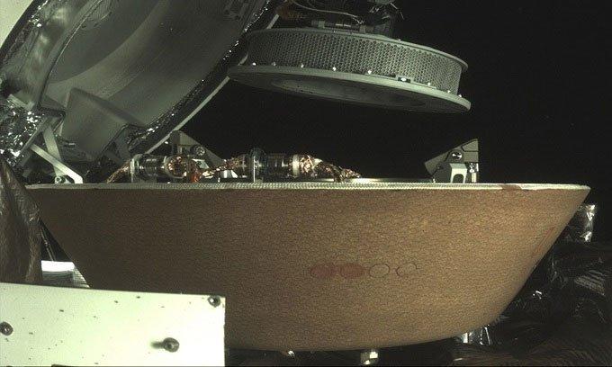 Tàu NASA cất thành công mẫu đá tiểu hành tinh