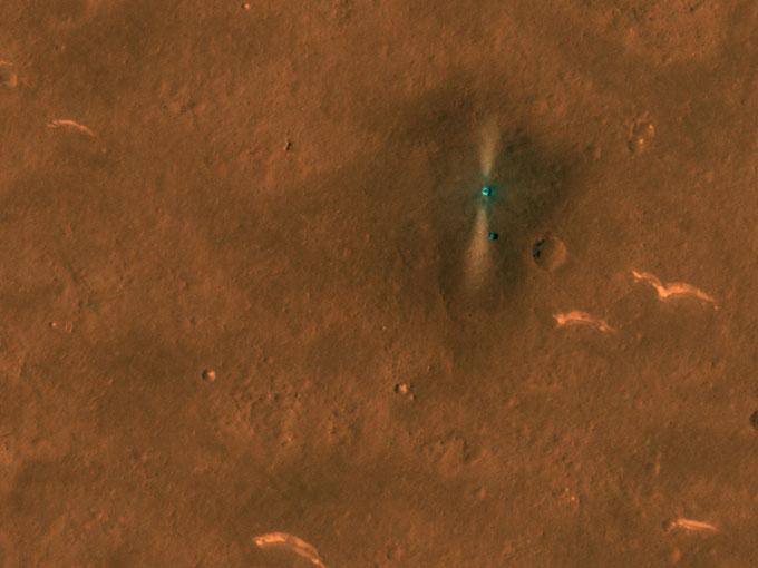 Tàu NASA lần đầu tiên chụp ảnh robot Trung Quốc trên sao Hỏa