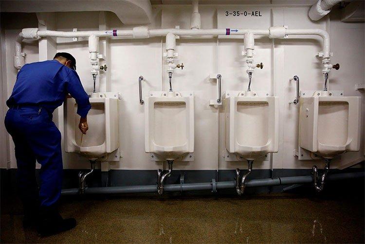 Tàu sân bay… sạch nhất thế giới
