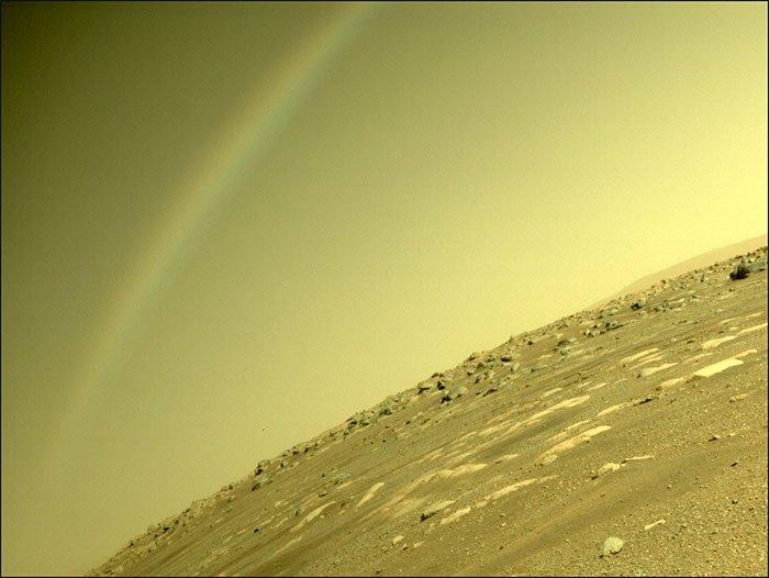 Tàu thăm dò Perseverance chụp được ảnh cầu vồng trên sao Hỏa