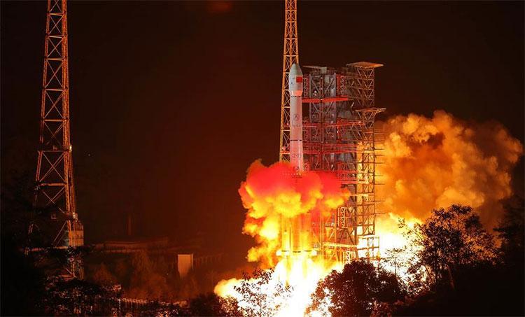 Tàu thăm dò Trung Quốc chỉ cách vùng tối Mặt trăng 15km, chuẩn bị đáp xuống