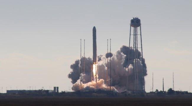Tàu vũ trụ mang lò nướng bánh lên trạm ISS