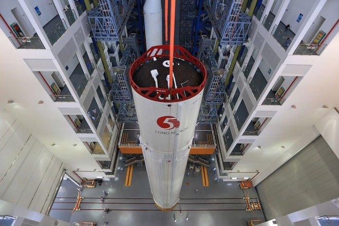 Tên lửa Trường Chinh 5B của Trung Quốc rơi xuống Trái đất không kiểm soát