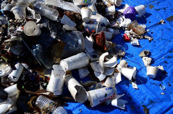 Thành phố này đã mạnh tay cấm kinh doanh toàn bộ nước đóng chai, nhưng tiếc là không phải ở đâu cũng làm được
