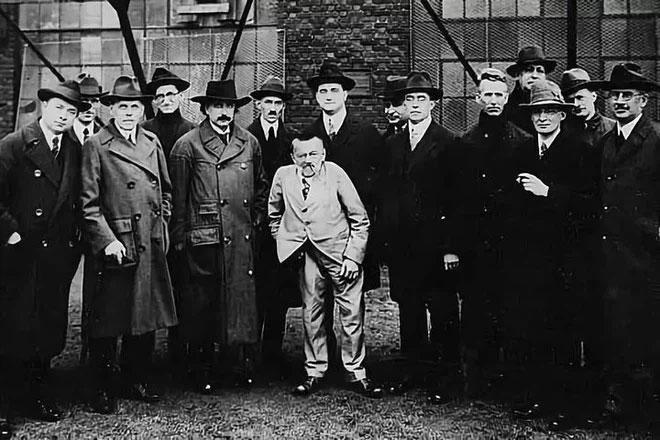 Thí nghiệm Philadelphia: Tesla và Einstein có thể tiến hành thử nghiệm dịch chuyển xuyên không - thời gian?