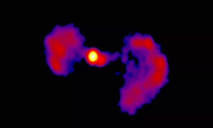 Thiên hà trông giống phi thuyền trong phim viễn tưởng