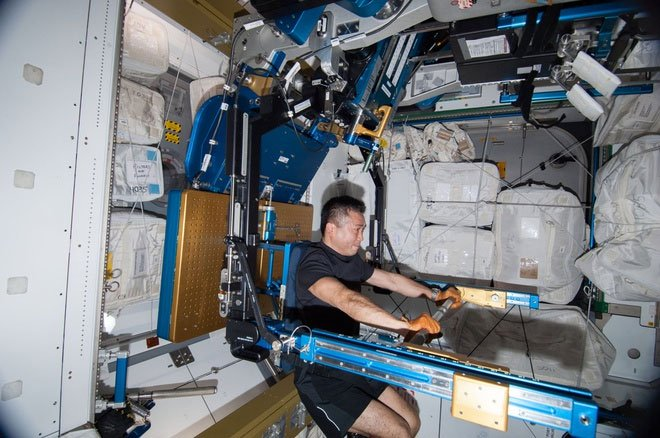 Thiết bị tập thể dục khác lạ của các phi hành gia ngoài vũ trụ