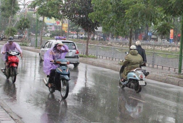 Thời tiết giao mùa vì sao hay mưa, làm con người biến đổi khó lường?