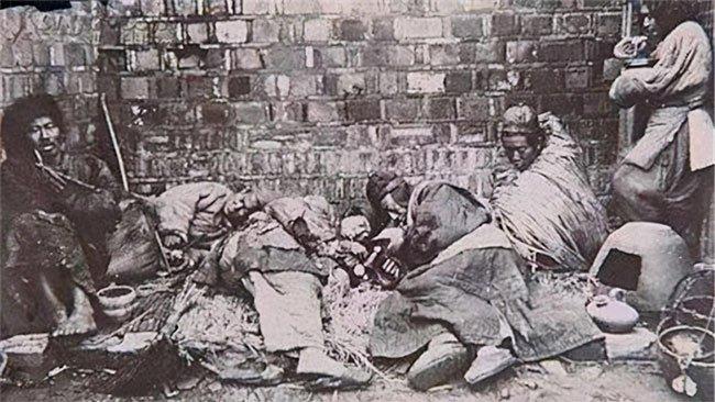 Thuốc phiện vốn rất đắt, tại sao người nghèo thời nhà Thanh vẫn có để hút?