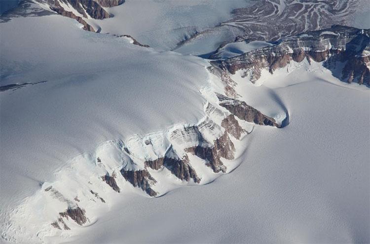 Thủy tinh thiên thạch nhặt ở Nam Cực đến từ Việt Nam