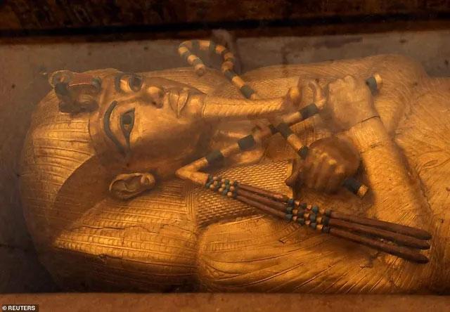 Tiết lộ hình ảnh bên trong hầm mộ bí ẩn của vị Pharaoh nổi tiếng nhất Ai Cập cổ đại