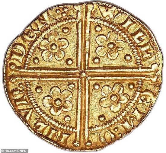 Tìm thấy đồng tiền xu cổ khắc họa chân dung nhà vua Henry III