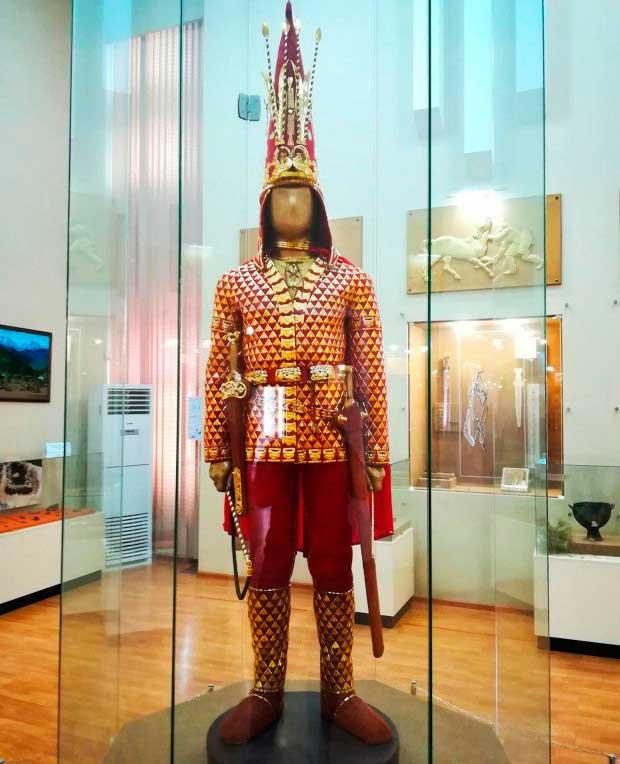 """Tìm thấy hài cốt """"chiến binh vàng"""" ngàn năm tuổi ở Kazakhstan"""