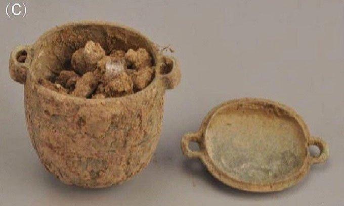 Tìm thấy kem dưỡng da 2.700 năm trong mộ quý tộc Trung Quốc
