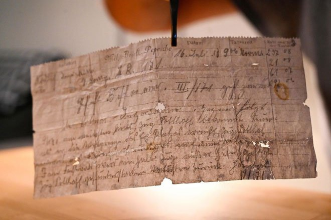 Tìm thấy lá thư do chim bồ câu vận chuyển hơn 100 năm trước