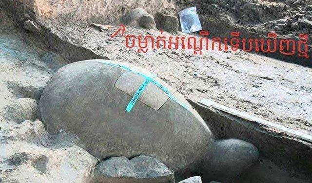 Tìm thấy tượng rùa dài một mét chìm dưới hồ chứa nước