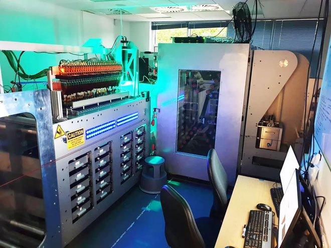 Toàn bộ 16GB Wikipedia tiếng Anh được lưu trữ trên ADN, nằm gọn trong ống nghiệm thế này đây
