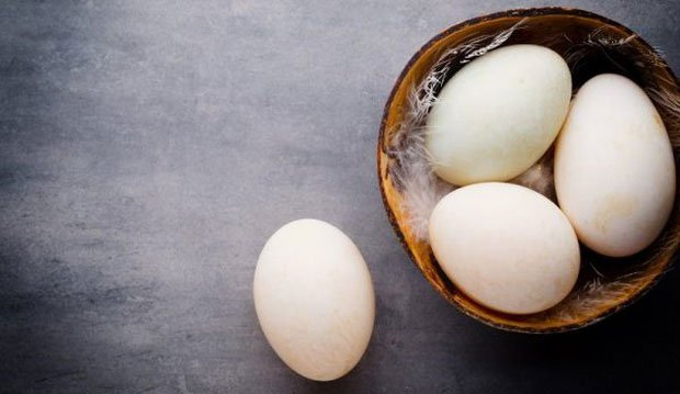Top 10 lý do khiến trứng vịt được coi là bổ hơn trứng gà nhưng đừng quên khuyến cáo này của chuyên gia