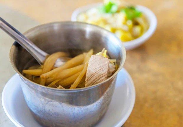 Top 7 loại rau củ không nấu chín kĩ mà cứ ăn sống sẽ làm cơ thể sẽ bị nhiễm độc tố