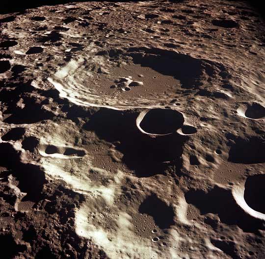 Trái đất của chúng ta có một Mặt trăng rạn vỡ
