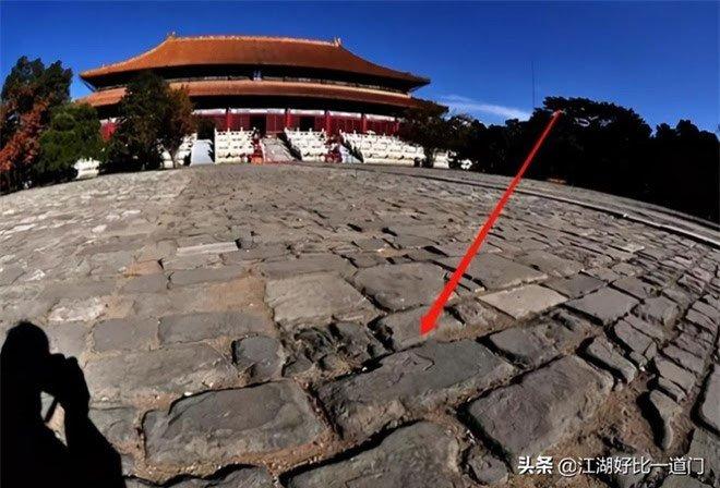 Trận động đất khiến gạch lát Tử Cấm Thành nứt vỡ, bí mật chôn vùi 600 năm dưới nền nhà được hé lộ
