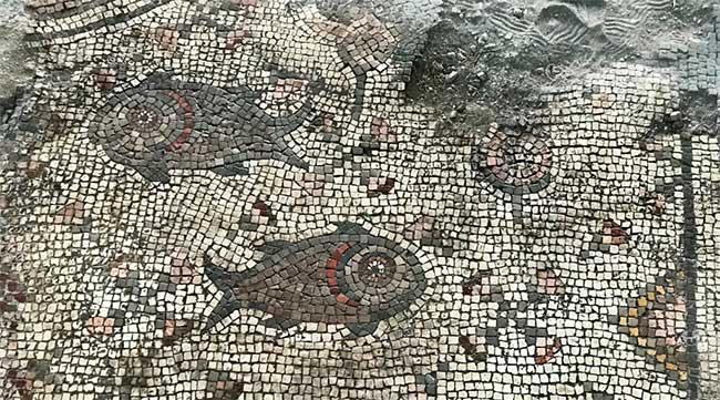 Tranh khảm đá 1.500 năm tuổi vùi dưới tro