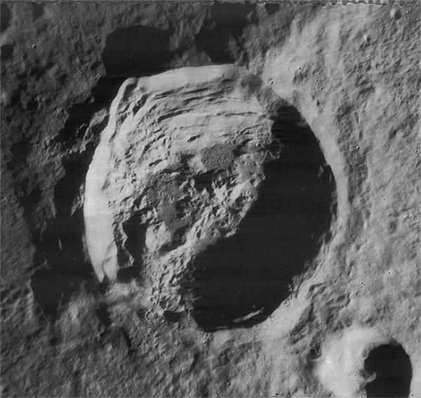 Triết gia bị lưu đày vì cho rằng Mặt trăng chỉ là khối đá