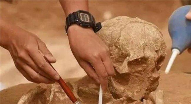 Trộm mộ đào trúng mộ công chúa có đầy báu vật lóa mắt nhưng một món cũng không lấy được