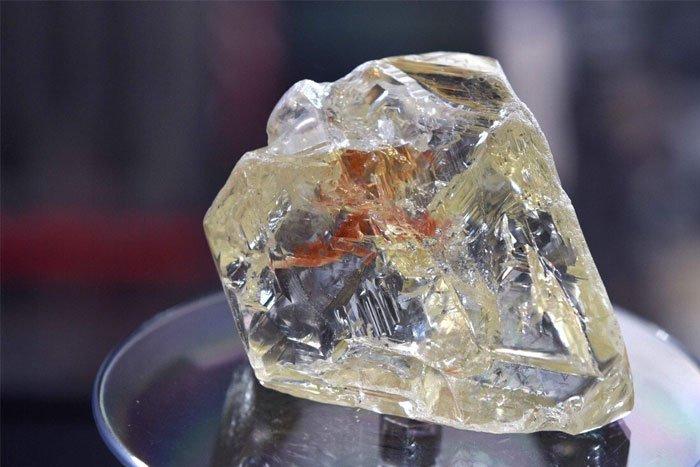 Trung Quốc chế tạo loại thủy tinh cứng hơn kim cương