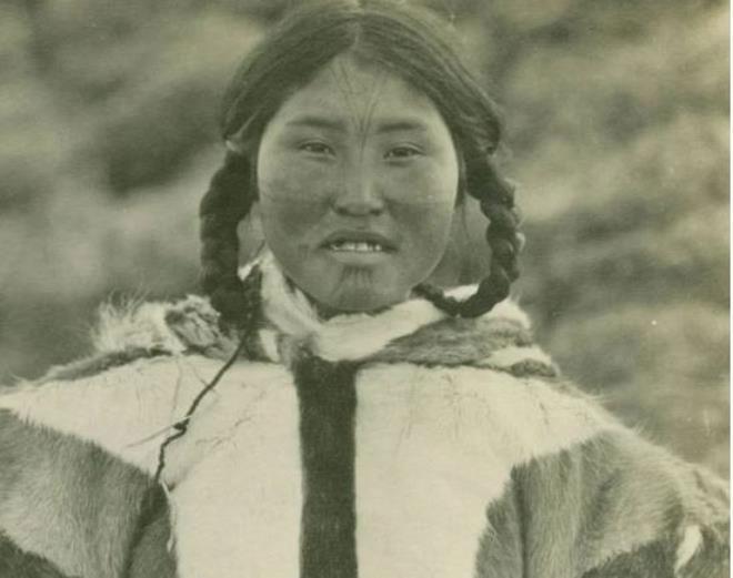 Tục ngủ chung với khách lạ của phụ nữ Eskimo