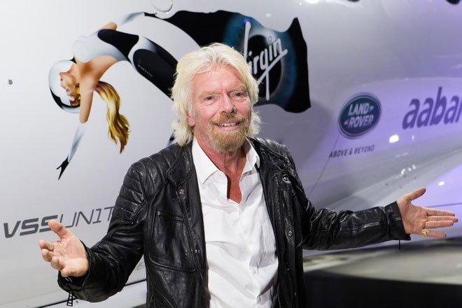 Tỷ phú Richard Branson đi trước một bước, vượt mặt ông chủ Amazon trong cuộc đua bay vào vũ trụ