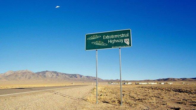 UFO bí ẩn xuất hiện tại Las Vegas, mây lạ trên bầu trời UAE
