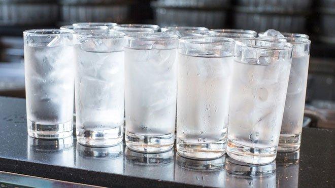 Uống nước đá có thực sự chữa khỏi viêm họng?