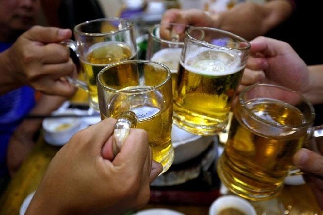 Uống rượu hay bia độc hơn?