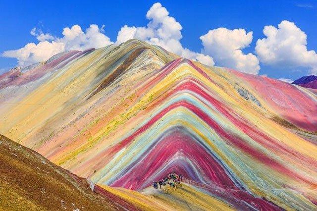 Vẻ choáng ngợp của 5 ngọn núi nhuộm màu cầu vồng đẹp nhất thế giới