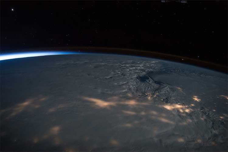 Vẻ đẹp bất tận của Trái đất trong bộ ảnh được chụp từ vũ trụ