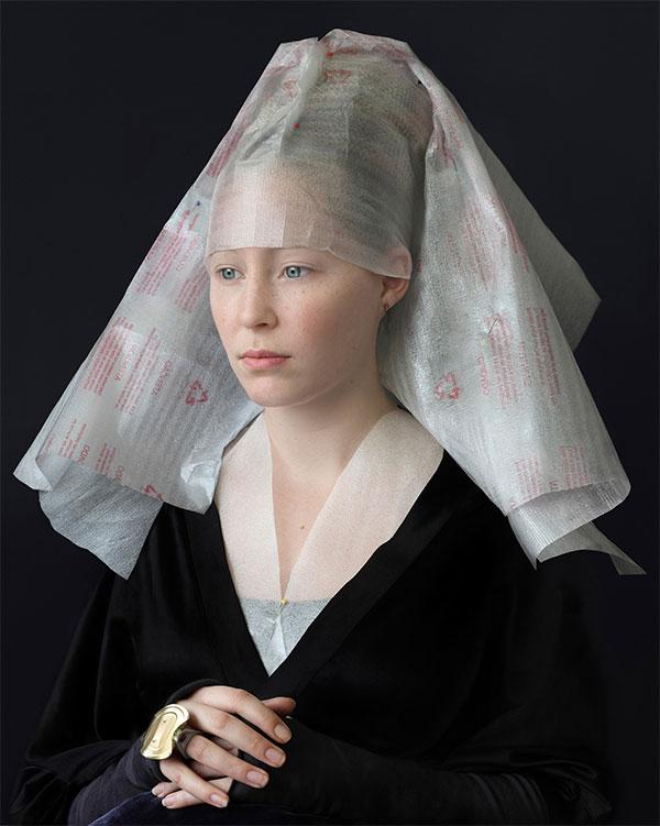 Vén màn lịch sử khăn trùm đầu
