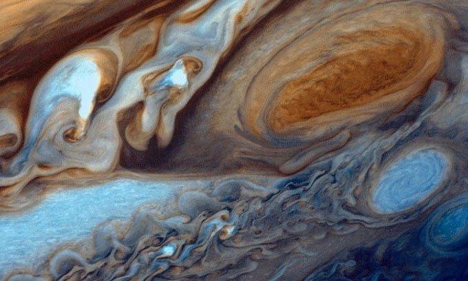 Vết Đỏ Lớn - Siêu bão dài 15.000 m trên sao Mộc nuốt chửng xoáy nghịch