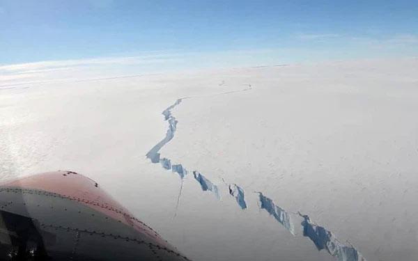 Vết nứt khổng lồ ở Nam Cực giải phóng tảng băng trôi rộng 1270km2