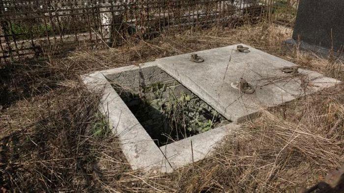 Vị bác sĩ tạo nên ngành công nghiệp trộm mộ ở Anh