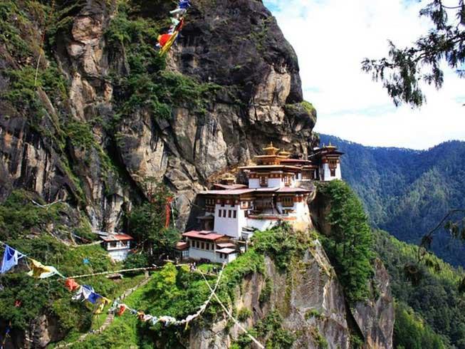 Vì sao Bhutan chỉ có 1 người chết do COVID-19?