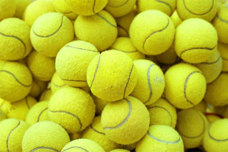 Vì sao bóng tennis có bề mặt xù lông màu vàng xanh?