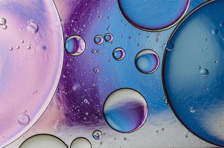 Vì sao các giọt nước lại hợp nhất khi ở gần nhau?