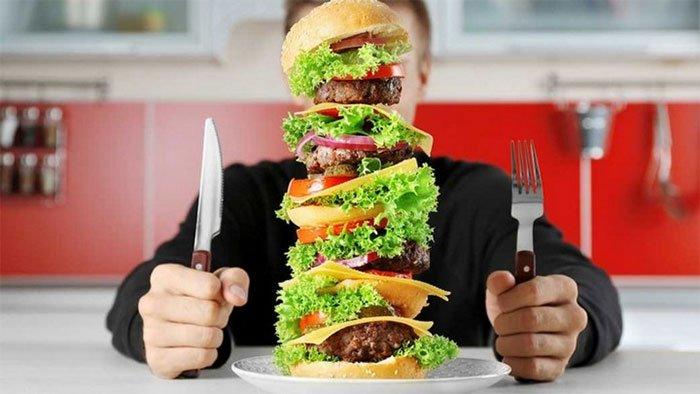 Vì sao chúng ta ăn quá nhiều mà không thấy no?