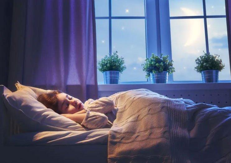 Vì sao chúng ta không ngã khỏi giường khi đang ngủ?