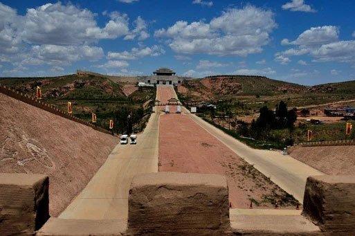 Vì sao con đường Tần Thủy Hoàng xây dựng sau 2000 năm lại không có một ngọn cỏ?
