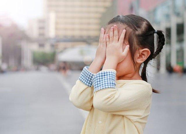 Vì sao đôi khi chúng ta có hiện tượng đom đóm mắt?