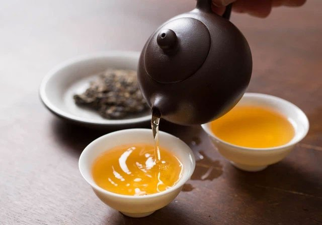 Vì sao khi uống trà có người uống vào mất ngủ, có người lại ngủ rất ngon?